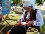 На Световния ден на плетенето майстор Цвети Терзиева изплете бял гълъб - символ на мира по света