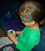 Младата дама вече е готова и с плетеното пръстенче