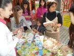 Майстор Цвети Терзиева украси и боядиса яйца на Благотворителен базар